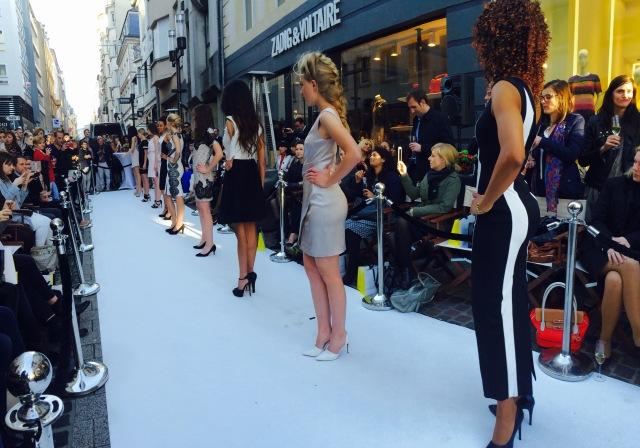 karenmillen,luxembourg,openingkarenmillen,mode,tendance,look,casual,model,blogmode,défilé,show,fashionweek,bloggeuses,robejaune,robedesoirée,streetlook